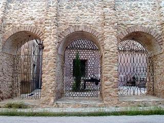 Esta imagen tiene un atributo ALT vacío; su nombre de archivo es imagenes_Arcos_del_Museo_de_las_Reales_Fabricas_e83c0a5c.jpg